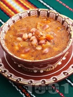 Бистра боб чорба (супа) с домати и чубрица - снимка на рецептата